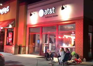 VIDEO: Fire Reported at AT&T Store, People Roasting Marshmallows while Waiting for iPhone X Release