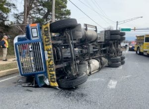 One Injured After Tractor Trailer Overturns in California